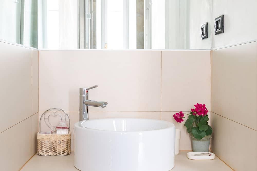 Superior Room, Courtyard View - Bathroom