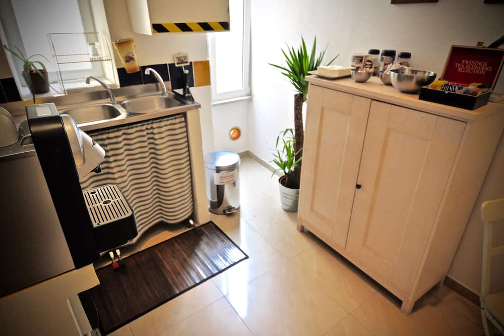 Superior Apartment, 3 Bedrooms, Kitchenette, City View - Shared kitchen