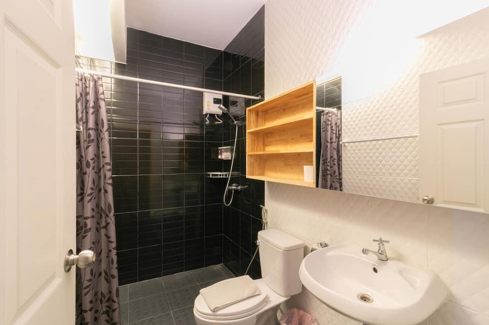ห้องดีลักซ์, ระเบียง - ห้องน้ำ