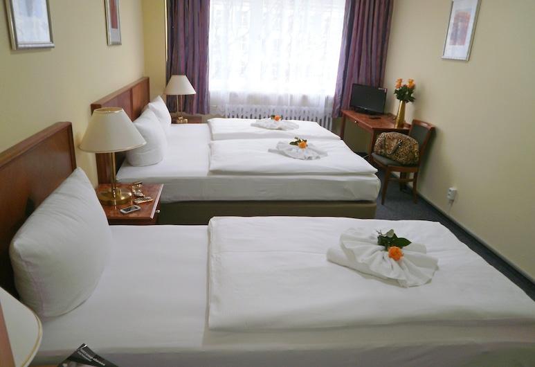Hotel Amadeus Central, Berlin, Comfort-Dreibettzimmer, Gemeinschaftsbad, Zimmer