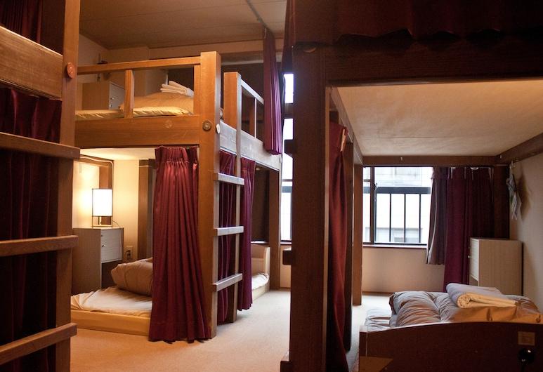 J-Hoppers Hida Takayama Guesthouse, טקיאמה, חדר מעונות משותף, נשים בלבד, ללא עישון (Bed in 6 Bed), חדר אורחים