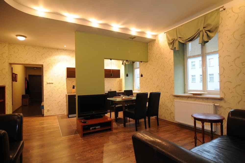 Квартира, 2 спальні - Вітальня