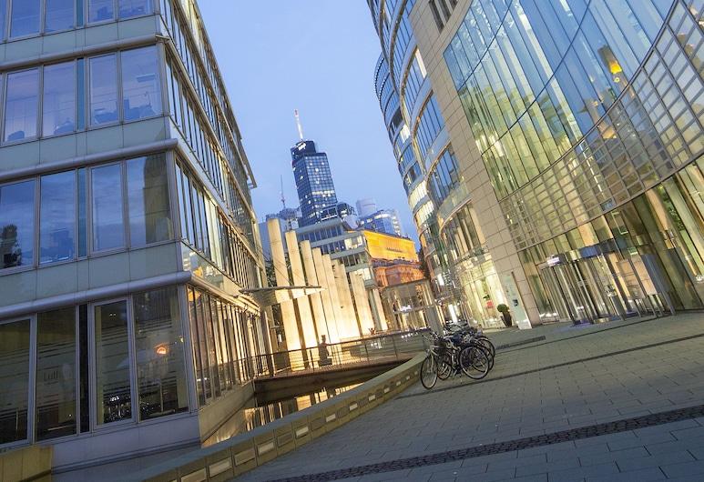 The Doorman Die Welle, Frankfurt, Fassade der Unterkunft – Abend/Nacht