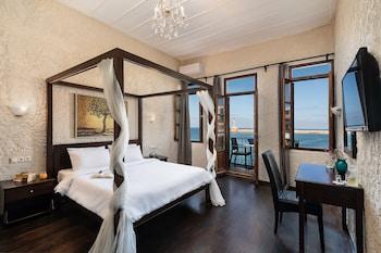 Picture of Hotel Porto Antico in Chania