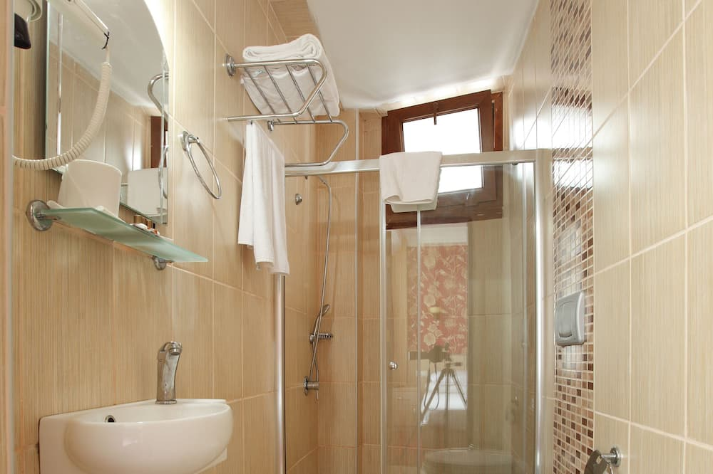 Standardenkeltværelse - Badeværelse