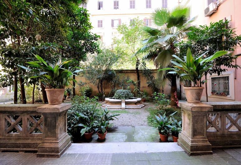 디럭스 룸스, 로마, 정원