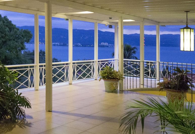 Polkerris Bed & Breakfast, Montego Bay, Terrasse/Patio