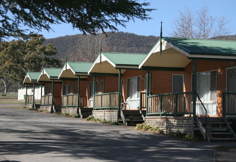 Canberra Carotel Motel, Watson, Property Grounds