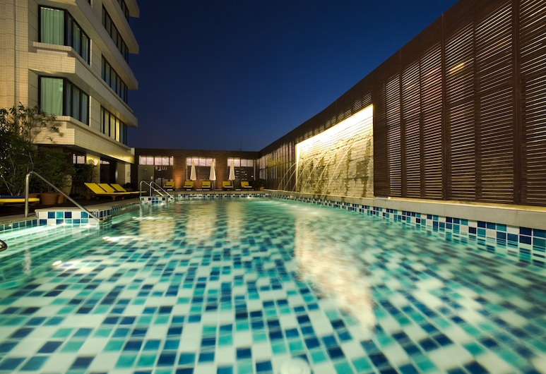 The Duchess Hotel and Residences, Bangkok, Indoor/Outdoor Pool