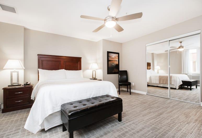 Canterra Suites Hotel, Edmonton, Executive Apartment, 2 Bedrooms, 2 Bathrooms, Bilik Tamu