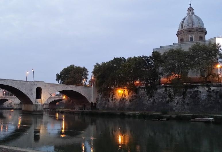 Trevispagna, Rome, Buitenkant