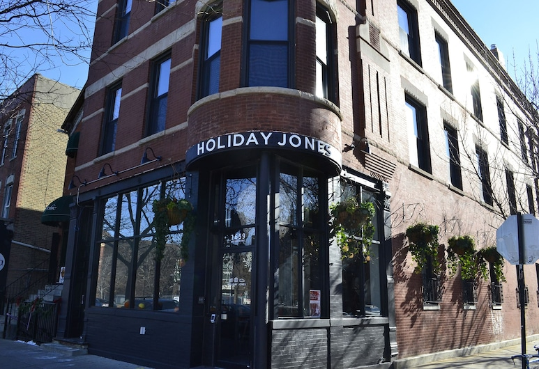 Holiday Jones, Chicago, Hotel Front