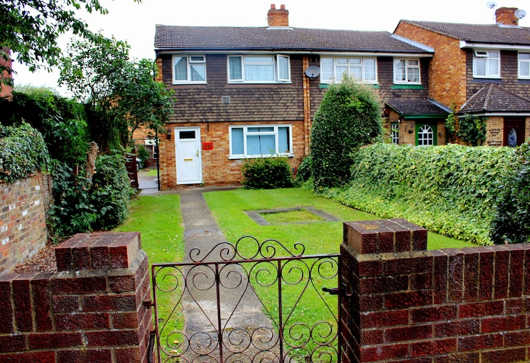 Heathrow Lodge, West Drayton, Economy Twin Room, Shared Bathroom (near by properties, no WiFi in rooms), Guest Room
