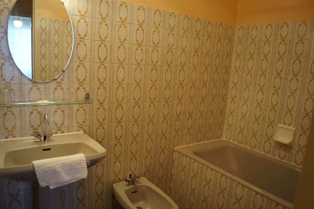 Pokoj, 2 jednolůžka - Koupelna