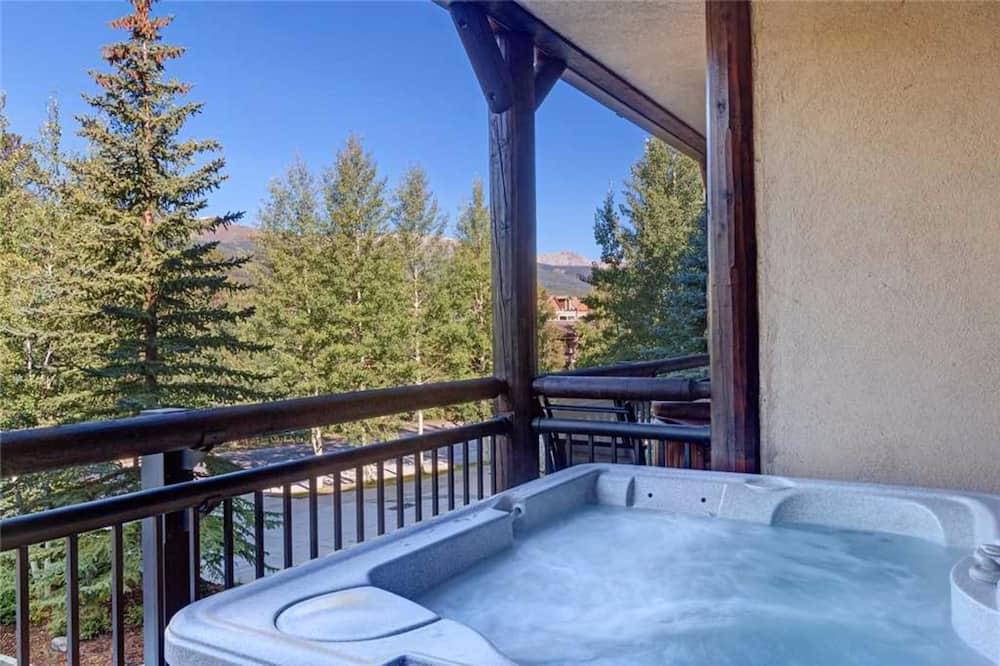 Apartment, 2 Bedrooms, Hot Tub - Outdoor Spa Tub
