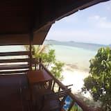 Beachfront Wooden - شُرفة