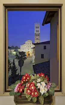 Enter your dates for special Lucca last minute prices