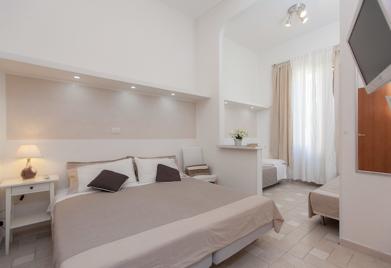 San Peter Angels, Rome, Family Triple Room, 1 Bedroom, Private Bathroom, City View, Guest Room