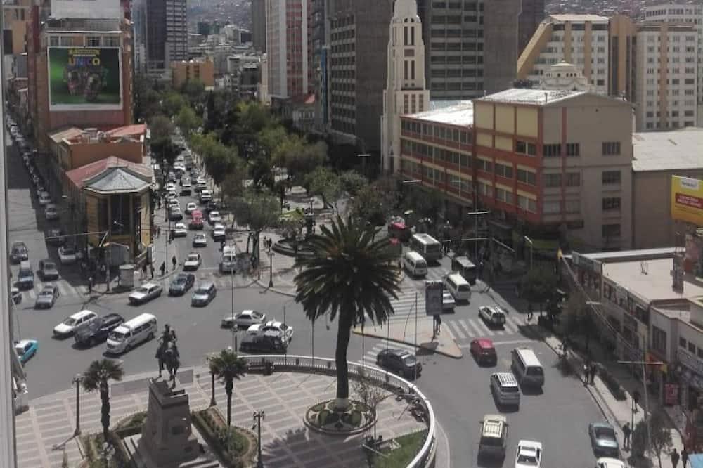 З видом на вулицю