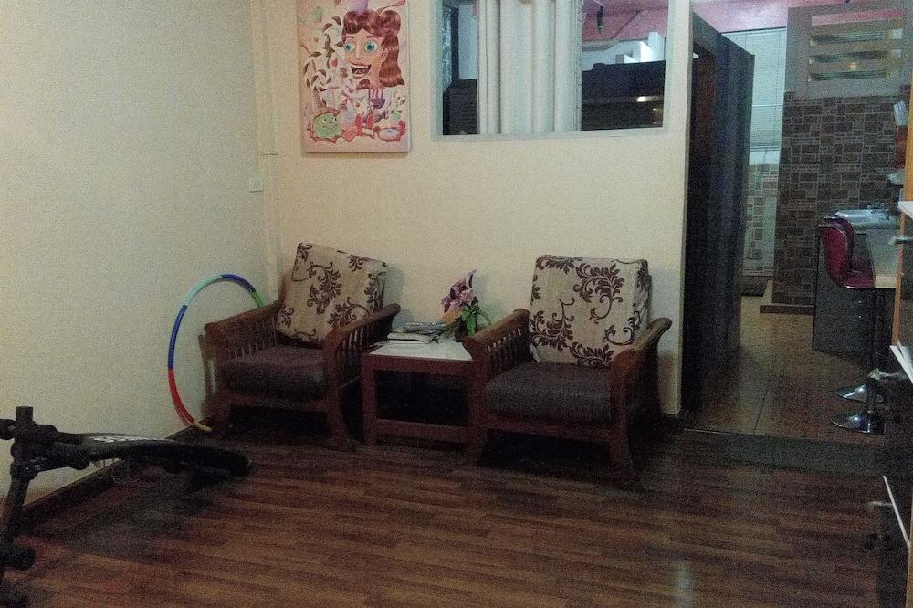 Economy Ortak Ranzalı Oda, Sadece kadınlar için - Oturma Alanı