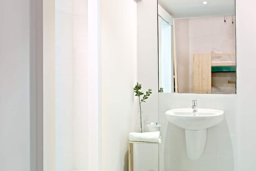 Spoločná zdieľaná izba, len pre ženy, súkromná kúpeľňa (One Single Bed in a 4-ocuppant room) - Kúpeľňa