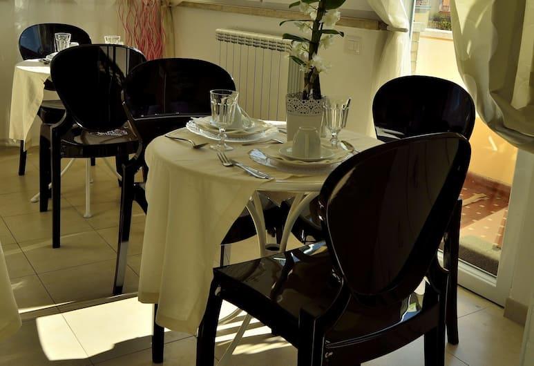 Rome & Suites, Rome, Salle de petit-déjeuner