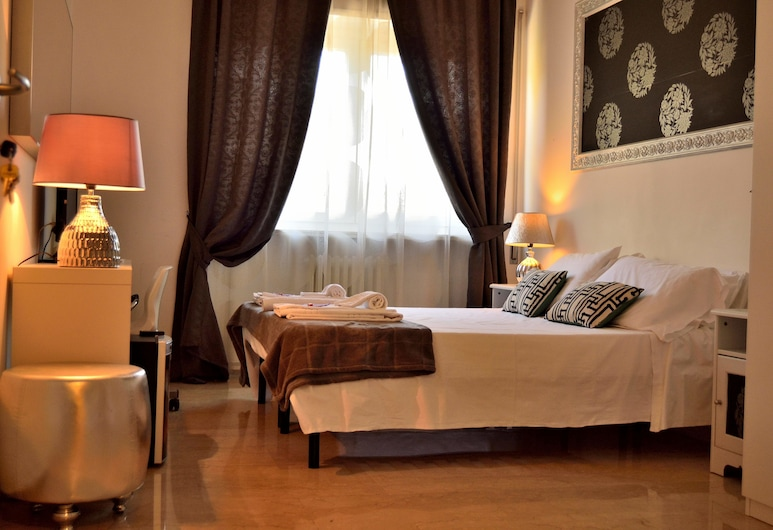Rome & Suites, Rome, Standard Double Room, Private Bathroom, Guest Room