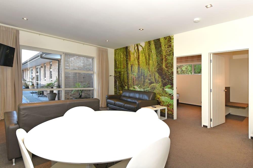 Pagerinto tipo apartamentai, 2 miegamieji, sūkurinė vonia, vaizdas į sodą - Vakarienės kambaryje