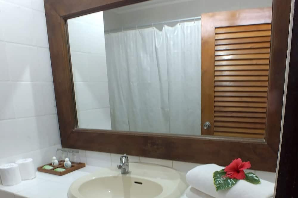Pagerinto tipo kambarys (1 dvigulė / 2 viengulės lovos), 2 miegamieji (Special Offer) - Vonios kambarys