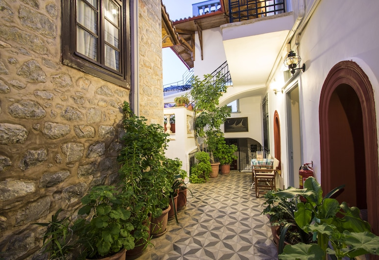 Achilleas Pension, Hydra, Hotellinngang