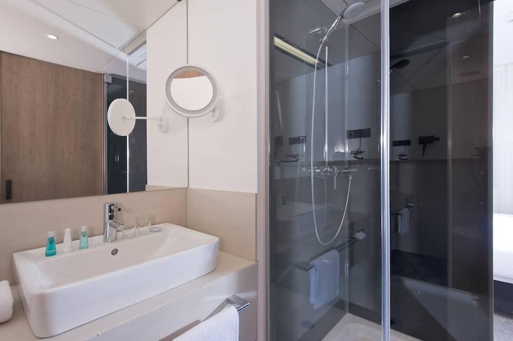 Standard Double Room Single Use - Bathroom