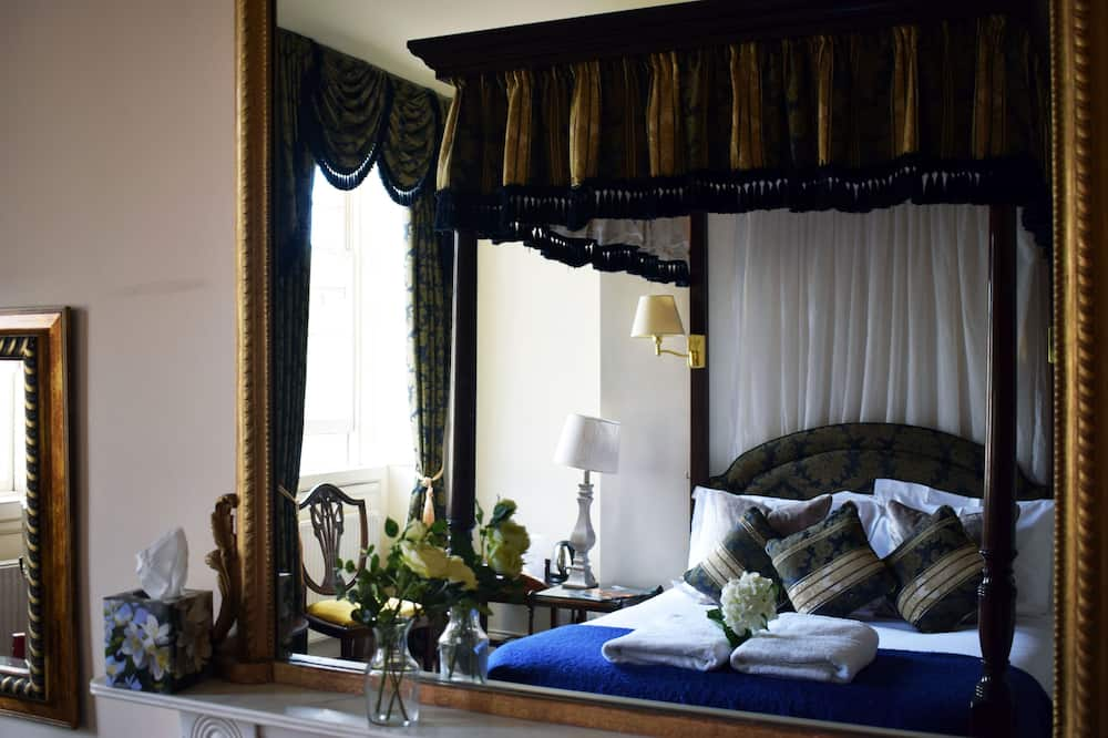 Four Poster Double Room - Guest Room