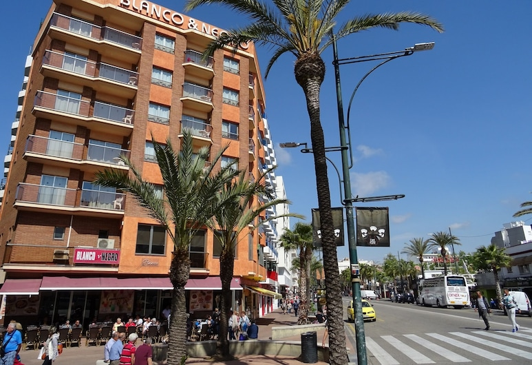 Apartamentos Blanco y Negro, Lloret de Mar, Front of property