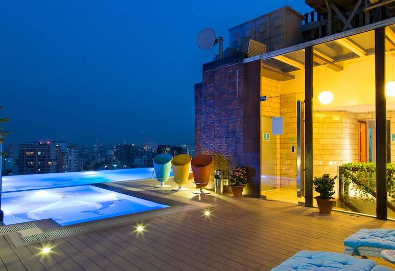 Six Seasons Hotel, Dhaka, Alberca infinita