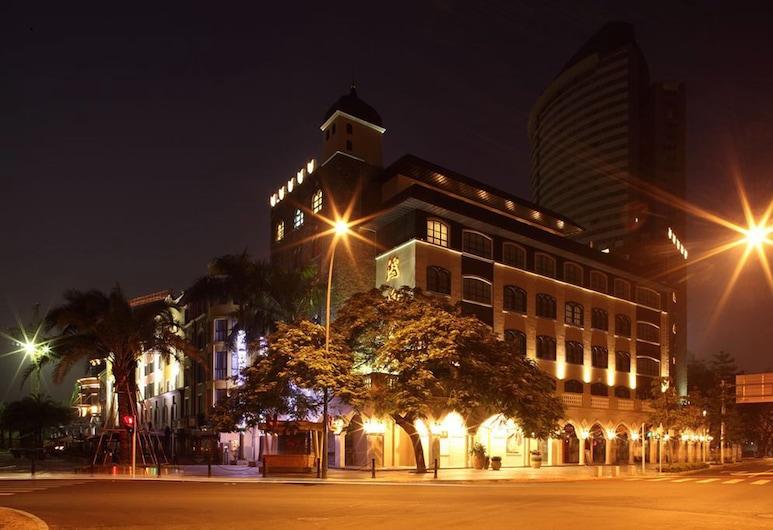 Honlux Apartment, Shenzhen, Фасад отеля вечером/ночью