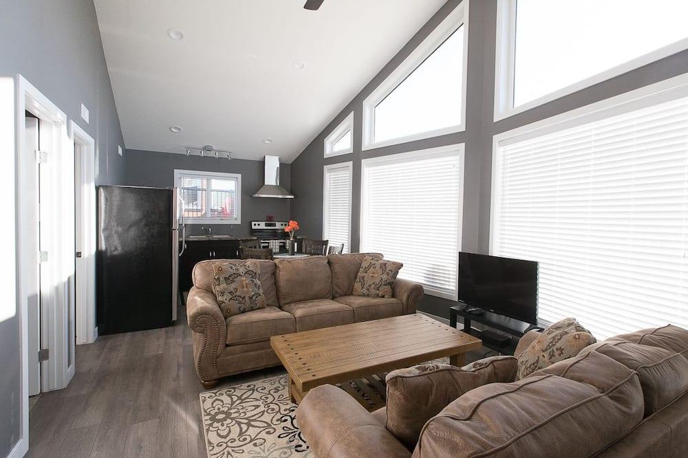 Signature Cabin, 2 Bedrooms, Kitchen, Garden View - Living Area