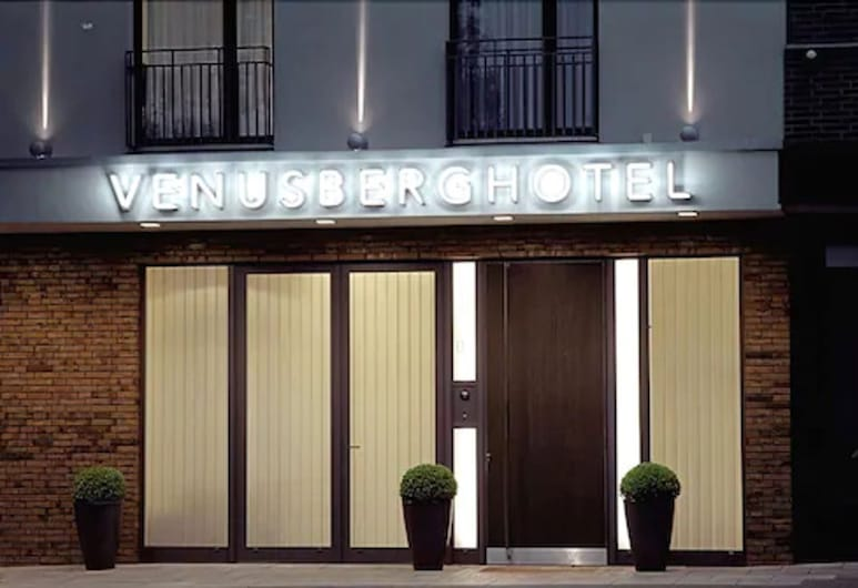 Venusberghotel, Bonn, Hotel Front – Evening/Night