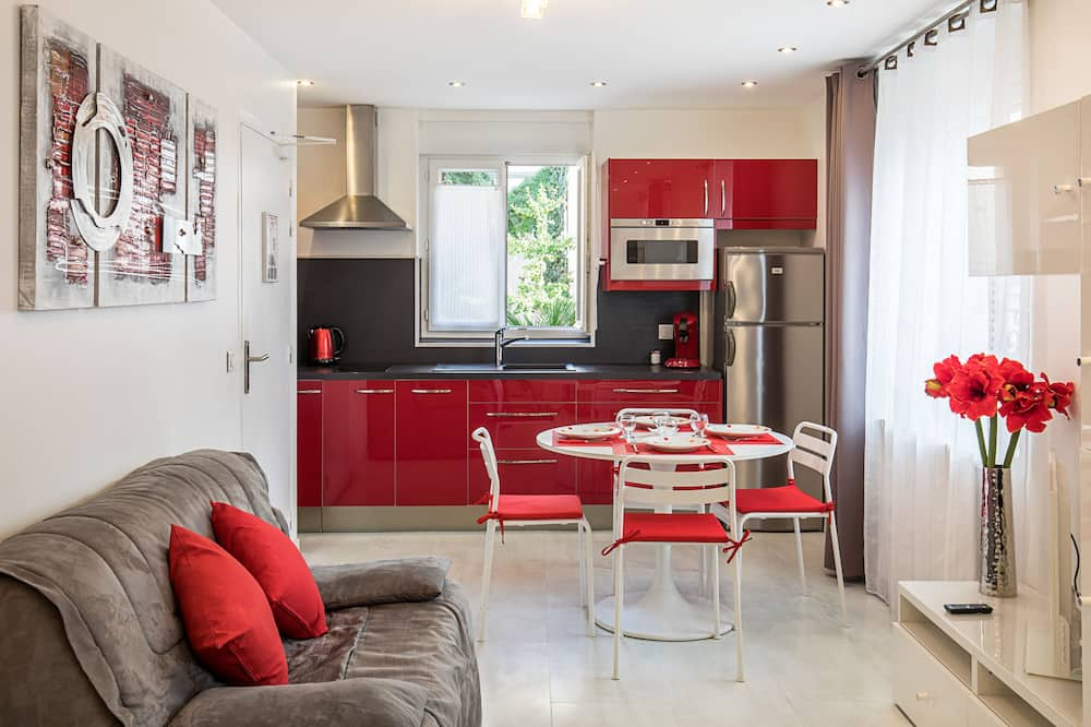 Deluxe Studio for 4 - Living Area