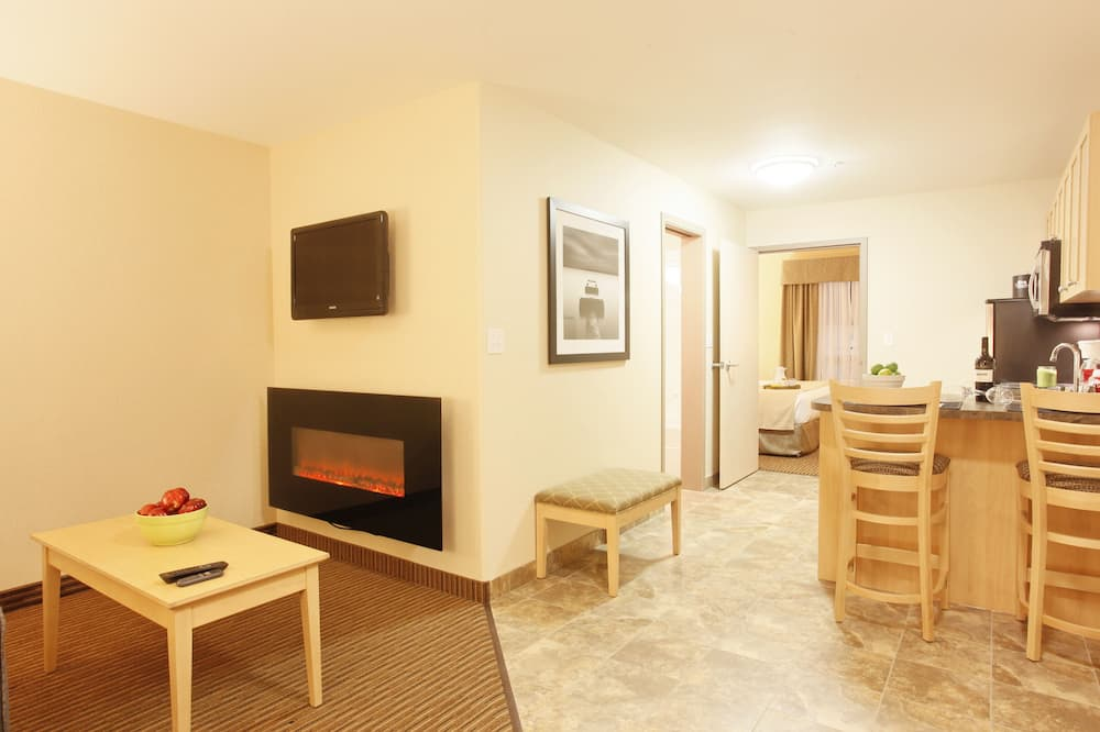 Deluxe Suite, 1 King Bed with Sofa bed, Kitchen - Living Area
