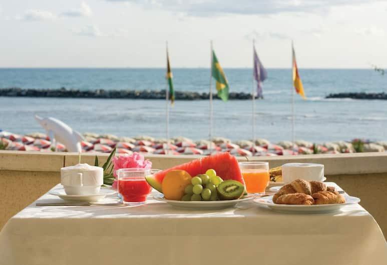 Hotel San Giorgio Savoia, Bellaria-Igea Marina, Obiekty restauracyjne na zewnątrz