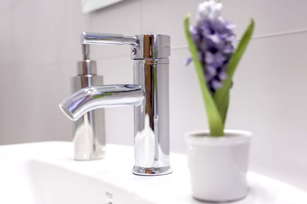 Standardværelse med dobbeltseng eller 2 enkeltsenge - Badeværelse