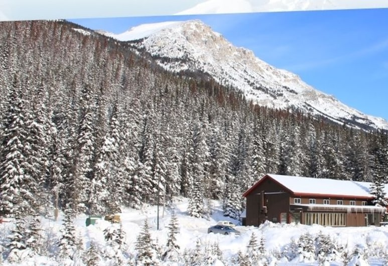 Great Divide Lodge, Field