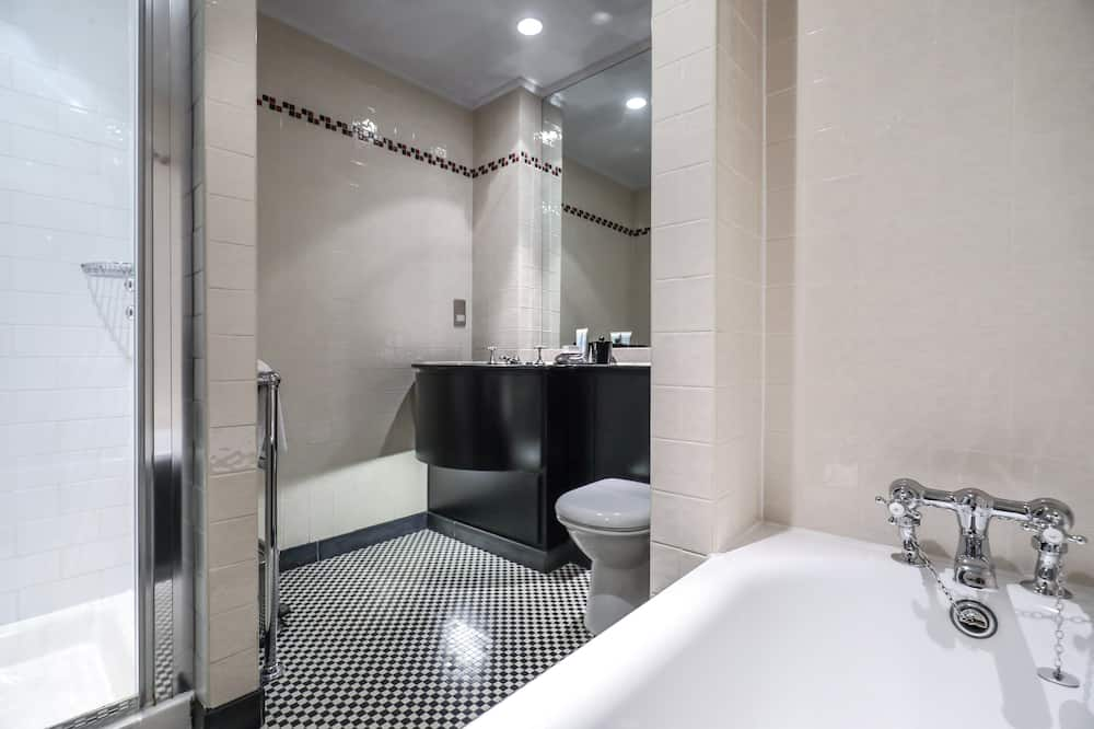 Club Deluxe Room - Bathroom