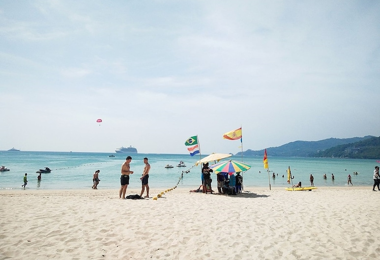 Boomerang Inn, Patong, Beach