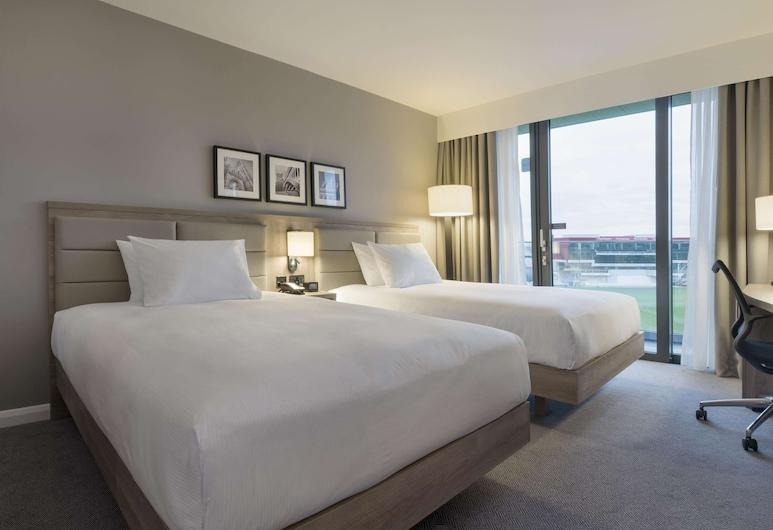 曼徹斯特老特拉福球場希爾頓花園酒店, 曼徹斯特, 客房, 2 張加大雙人床 (Pitch View), 客房景觀