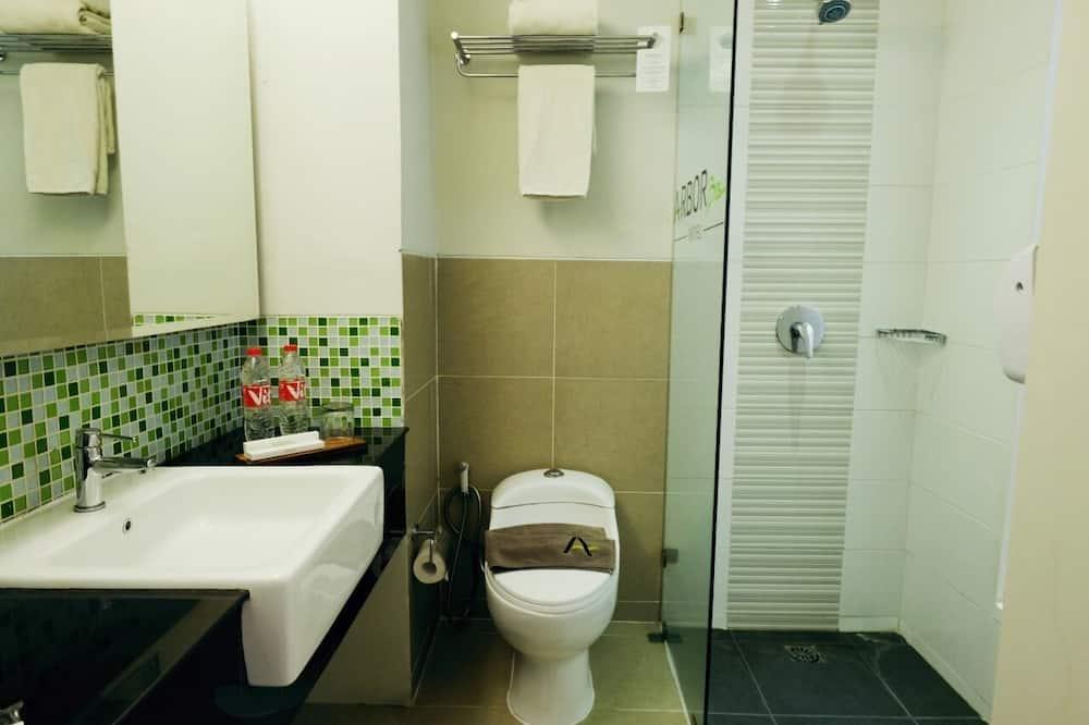 חדר אקזקיוטיב טווין - חדר רחצה