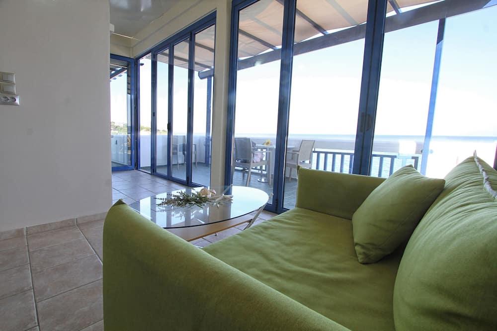 Executive Studio Suite, 1 Bedroom, Beach View, Executive Level - Living Area