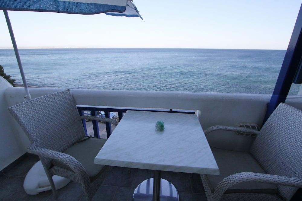 Deluxe Studio, 1 King Bed, Beach View, Beachfront - Balcony
