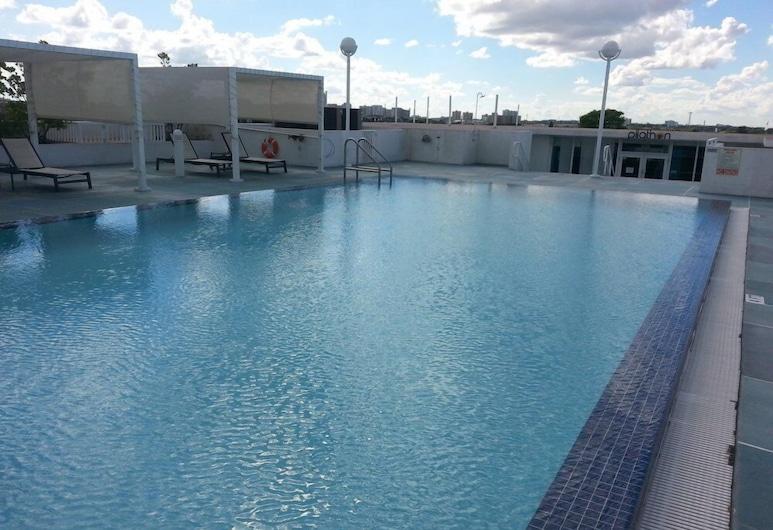 Real Living Residences, Miami, Sonsuzluk Havuzu