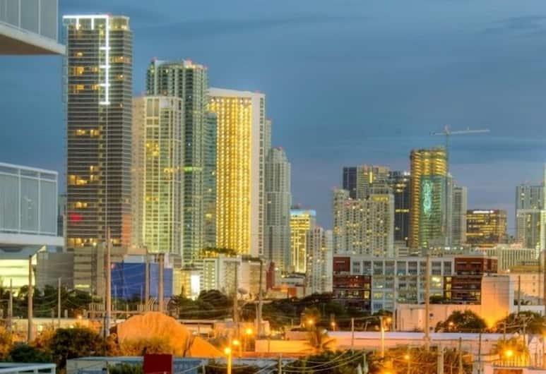 Real Living Residences, Miami, Pemandangan dari properti